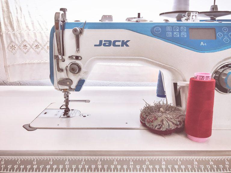 foto de maquina de coser jack
